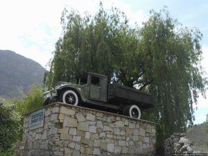 Памятник первопроходцу Памирского тракта (г. Хорог)